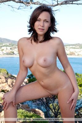 Zarrin Tasnim escort France